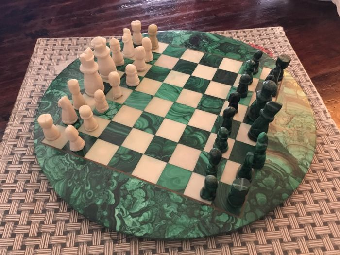Malachite chess set, with round machalite board, pieces of malachite and white marble.