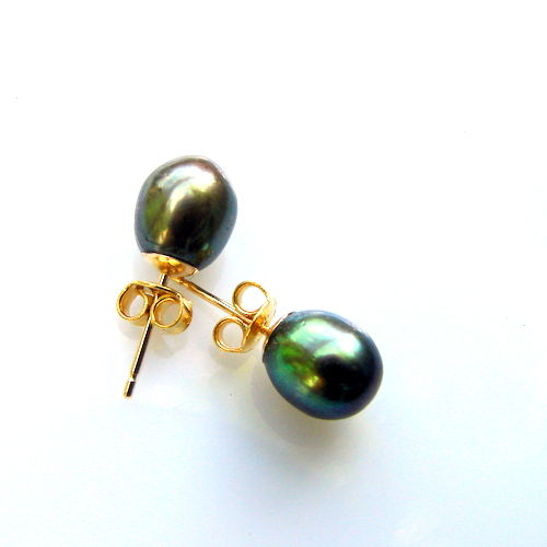 Yellow   gold  14 kt earrings,with   pearls Tahiti,Gray, green, peacock shade colour , diameter 8.5/ 7mm