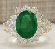 5.30 Carat Emerald 14K Solid Yellow Gold Diamond Ring Ring Size: 7 *** Free shipping *** No Reserve *** Free Resizing ***