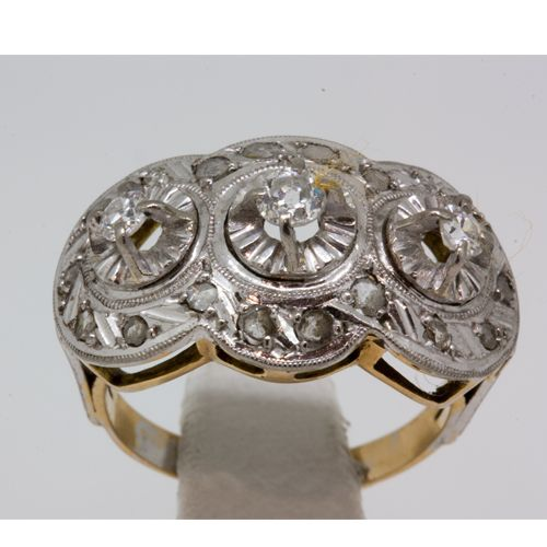 Vintage ring in 18 kt gold, platinum and diamonds.