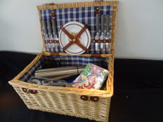 A large Picnic case for 6 persons