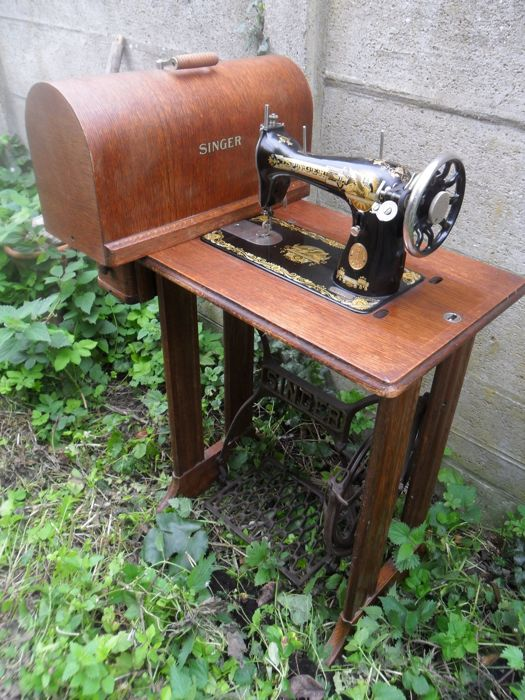 Antique Singer sewing machine 15K - 1929