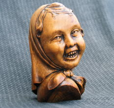 "Wooden carved girl's head - signed ""Saereman"" - Belgium - ca. 1930"