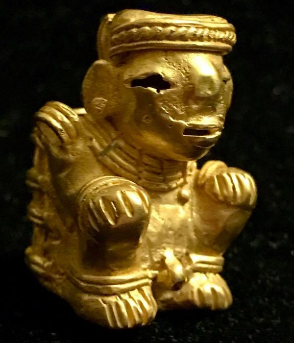 Tumbaga Gold , artifact , Colombian , Tairona  Culture ,  37 x 26 x 28  mm ,  18,95 grams ,   An indian native farmer basket carrier