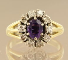 14 kt bicolour gold rosette ring with amethyst and brililant cut diamonds, ring size 17.75 (55)