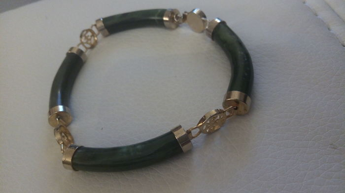 Bracelet in forest green jade, gold plated with Chinese motifs, made in the '50s