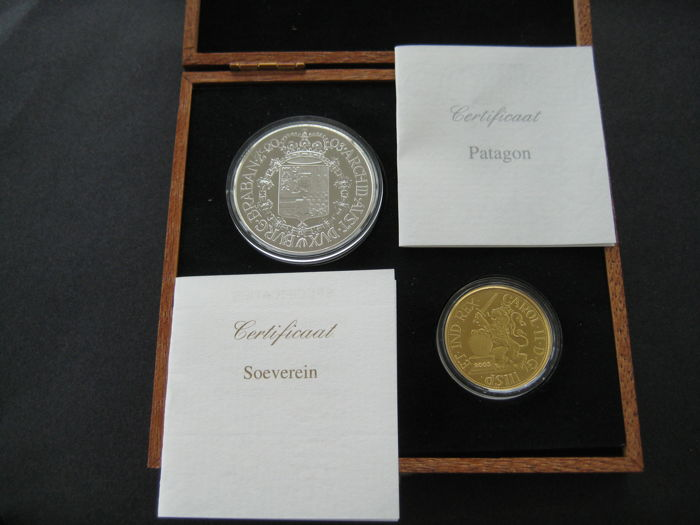 Belgium – Sovereign 2003 (restrike) + Patagon 2003 (restrike) Carol II (two coins), in wooden case - gold and silver