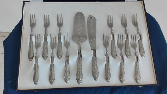 Dessert cutlery set for 12 people