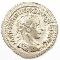 Roman Empire -AR antoninianus - Gordian III - Jupiter Stator - 23 mm 3,80 gr