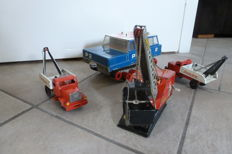 Misc. brands / countries - Length 21-26 cm - lot with 4 tin work vehicles, 1950s/70s