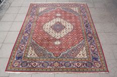 Wonderfully & Original Persian Iran Tabriz Raj 500000 knots M/2 finely handknotted 145x 190 cm Top Quality & Condition
