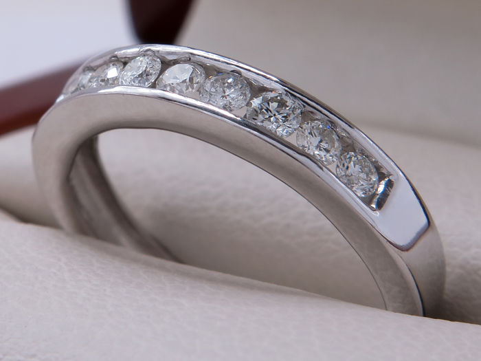 Certified white gold diamond engagement ring with 0.27 ct - ring size: 15.73 mm **no reserve price**