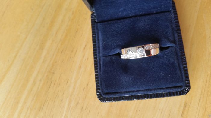 New set of wedding rings with diamonds - 18 kt white gold - women's ring size 17.50 - men's ring is size 17.25