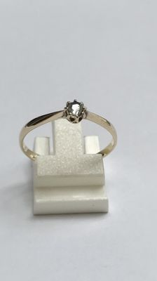 14 kt Yellow gold solitaire ring with a rose cut diamond. No reserve price