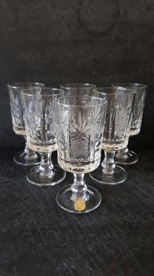 6 liquor glasses in finely worked Bohemian crystal