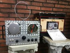 Spirit of St. Louis - Authentic replica of a 1940s field radio - including original packaging