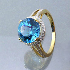 14 kt yellow gold ring with a blue topaz (4.60 ct) and natural diamonds G-H/SI1 (0.35 ct in total)
