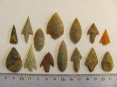 14 Neolithic arrowheads - 21/35 mm (14)
