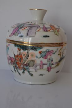 Porcelain pot - China - ca.1930 (republic period)