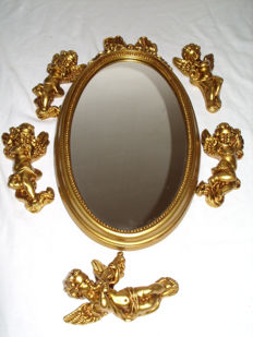 A very decorative mirror with 5 little angels