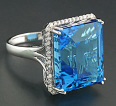 "Blue topaz-brilliant-ring totalling 38.48 ct, of which 1 blue topaz ""Swiss Blue"" weighs 38.07 ct, 750 white gold  ---no reserve price"