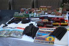 Fleischmann H0 - 2714 - Steam locomotive, several trains, transformers, rails, books.