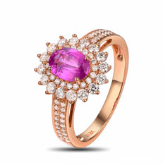 18 kt rose gold ring with a pink sapphire of 1.10 ct and natural diamonds (G-H/SI1) totalling 0.65 ct