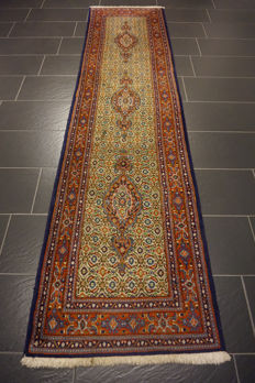 Beautiful Persian carpet, Moud Mut runner, 80 x 310 cm, made in Iran, end of the 20th century.