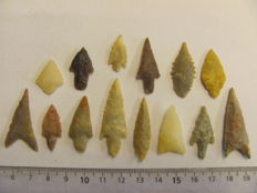 14 Neolithic arrowheads - 20/43 mm (14)