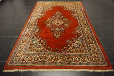 - Magnificent Persian carpet- -Province: Sarouk- -Made in Iran- -Dimensions 172 x 260 cm- -very good-