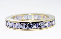 4.52 ct. Yellow gold ring with natural tanzanite and diamonds -no reserve price-