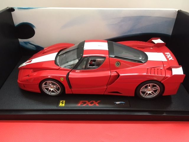 Hot Wheels Elite - Scale 1/18 - Ferrari FXX - Red