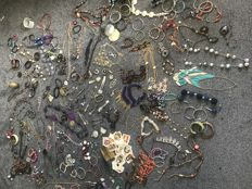 Estate clearance job lot jewellery necklace compact silks lots silver bracelet watches gem stones