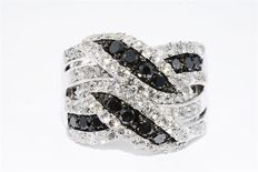 White Gold Ring with 2.79 ct Black and White Diamonds – 14 kt gold – Ring size: 7.25