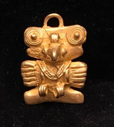 Tumbaga Gold , zoomorphic , Colombian Tairona - 29 x 20 x 12 mm , 6,1  grams, A pendant of a royal owl