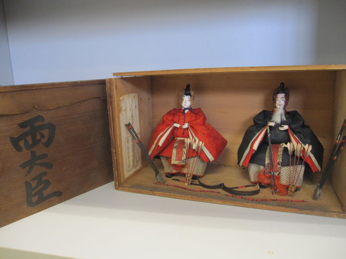 Marutaira dolls by Hashimoto Kozaburo - Rare pair of Sadaijin and Udaijin (ministers of the left and right) with weapons - Japan - Meiji Period (1868-1912)