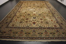*Semi-antique * Persian carpet *made in Iran *Art Nouveau carpet *Tabriz Province *270x390 cm