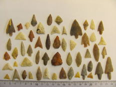 54 x Neolithic arrowheads - 10/44 mm (54)