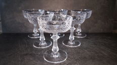6 finely crafted crystal champagne cups