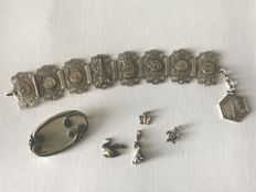 Collection of silver vintage jewels and a French depose bracelet