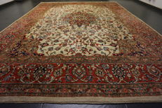 - Magnificent Persian carpet- -Province: Sarouk- -Made in Iran- -Dimensions 265 x 390 cm- -very good-