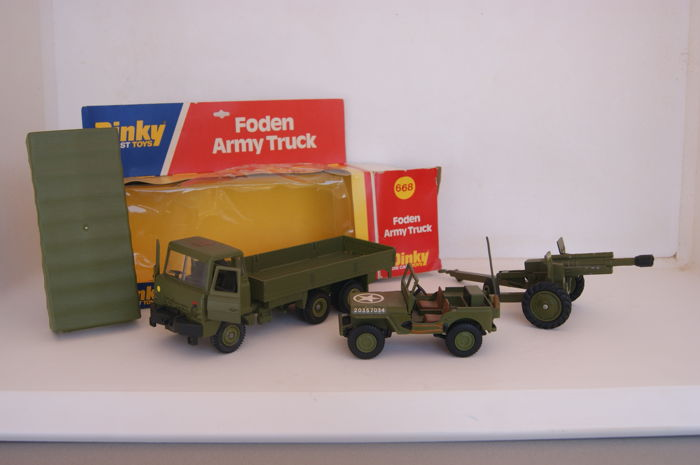 Dinky Toys - Schaal 1/32-1/43 - Foden 10-Wheeled Army Truck no.668 - US Army Jeep no.615a - American 105mm Howitzer Gun no.615b