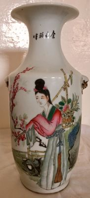 Porcelain vase showing ladies in a garden - China - Republic period (1912-1949)