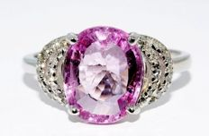 3.40 ct A ring with a natural pink tourmaline and diamonds - ring size 56 / 17.8 mm - no reserve price -