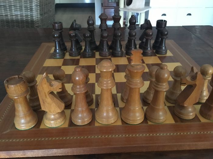 Professional chess set, with wood brown luxury chess board