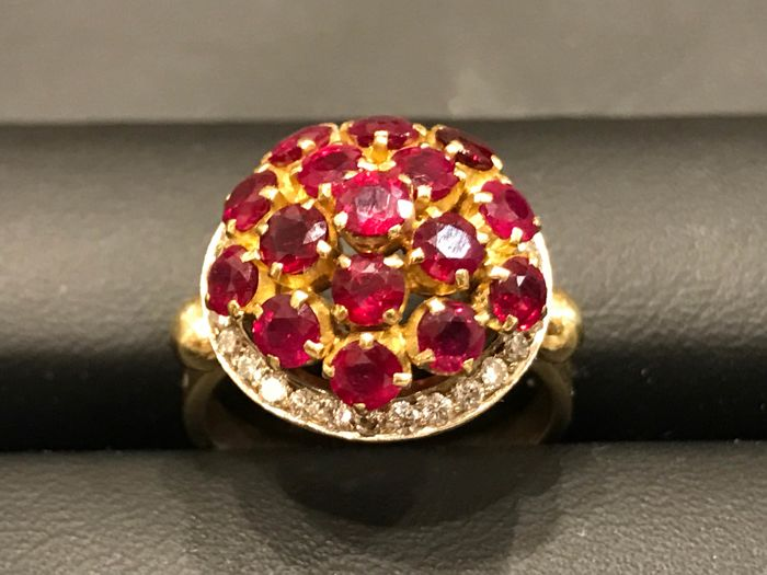 Gold ring with rubies and diamonds – Year 1970