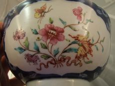 Famile rose and underglaze blue porcelain bowl - China - 18th century