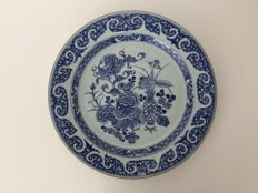A large porcelain dish (38 CM) - China - 18th century