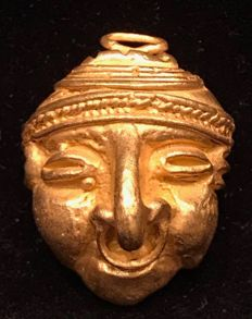 Tumbaga Gold , artifact , Colombian ,  Tairona Culture  , 24 x 18 x 12 mm , 6,7 grams , A pendant of an indian warrior mask