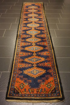 Old handknotted Persian carpet, Wiss Viss 80 x 350 cm, made in Iran, natural colours
